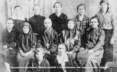 Священномученик Иннокентий с созданным им церковным хором. УВЕЛИЧИТЬ 183539 bytes)