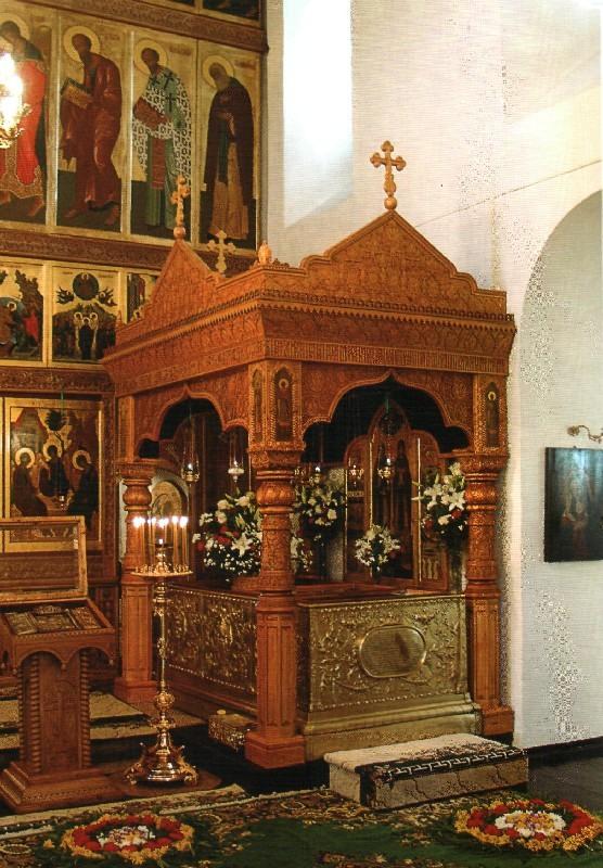 Рака (гробница) с мощами святых Петра и Февронии