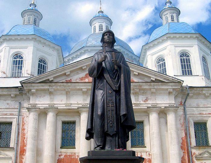 Памятник Святой Благоверной Великой княгине Анне Кашинской. Кашин, Тверская область