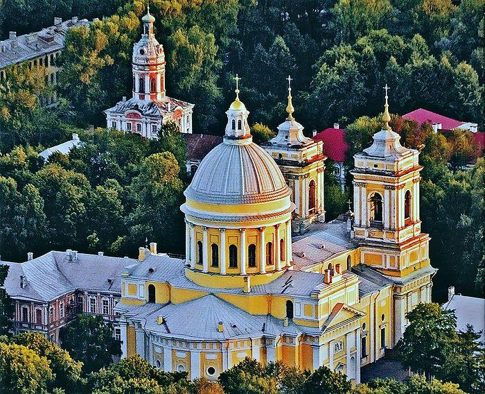 Собор Троицы Живоначальной в Свято-Троицкой Александро-Невской лавре