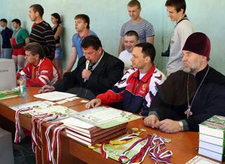 Новосибирские спортсмены пригласили священника на свой турнир