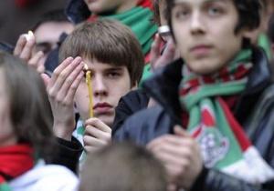 Футбольные болельщики перекличкой трибун поздравили друг друга с Пасхой на матче в Москве