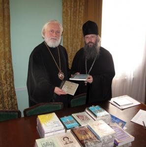 Богословские книги на английском языке из Свято-Владимирской Семинарии ПЦА переданы Московской духовной академии