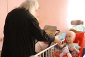 Протоиерей Аркадий Шатов посетил социальные учреждения Санкт-Петербургской епархии и встретился с учащимися Петербургских духовных школ
