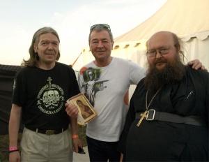 Один из основателей Deep Purple Ян Гиллан (в центре), игумен Сергий (Рыбко) и Юрий Агещев. Фото: Галина Александрова