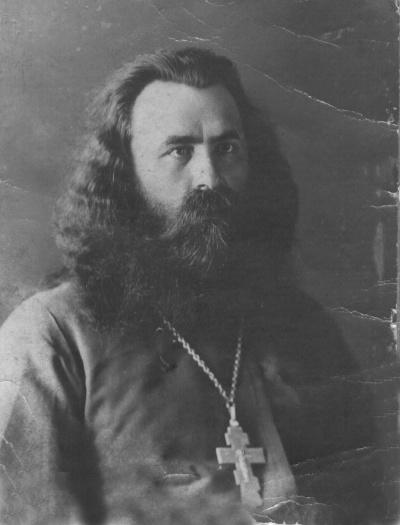 Священник-обновленец Иннокентий Бархатный