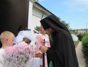 Преосвященный Владыка Филипп благословил открытие X сезона Православного летнего лагеря для детей-сирот.