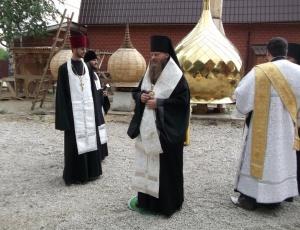 Освящение креста и купола храма в честь иконы Пресвятой Богородицы «Неупиваемая Чаша» (г. Искитим)