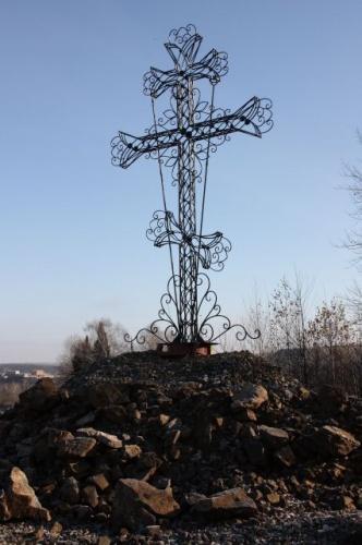 В поселке Рудничный освящен уникальный поклонный крест