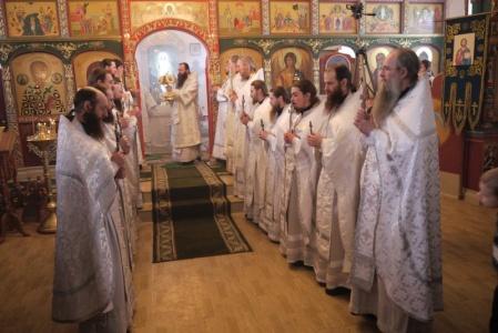 Епископ Лука и епископ Феодосий приняли участие в божественной литургии на Престольном празднике в Михаило-Архангельском мужском монастыре с. Козиха