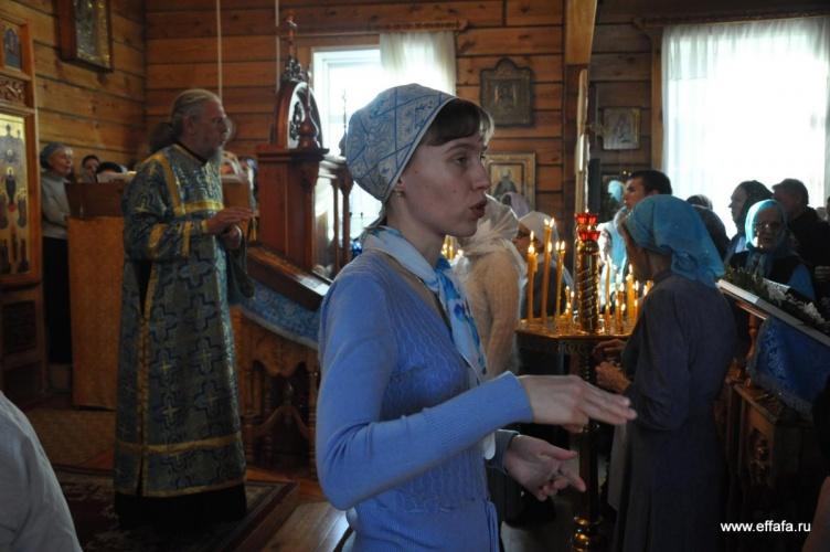 Фоторепортаж с Божественной литургии с сурдопереводом