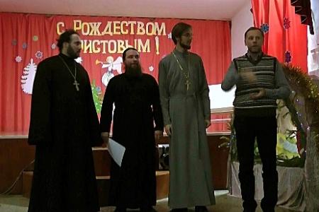 Два епископа на Рождество у слабослышащих детей (видео)
