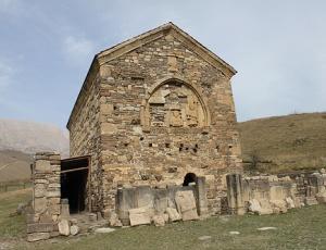 Впервые в современной истории в древнем храме Тхаба-Ерды совершено архиерейское богослужение