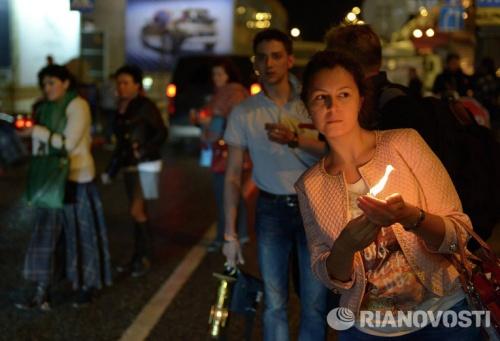 Благодатный огонь из храма Гроба Господня прибыл в Новосибирск