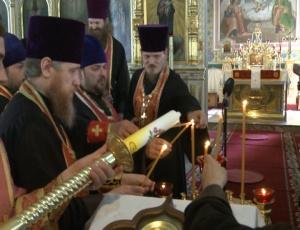 Торжественная встреча Благодатного огня в Новосибирске (Видео)