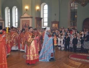 Митрополит Тихон возглавил детскую Литургию в Троицком соборе