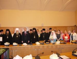 Губернатор Василий Юрченко наградил священнослужителей и представителей Новосибирской Митрополии Русской Православной Церкви