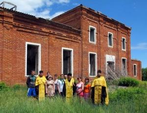 Детский лагерь в Чистоозерном и заброшенный храм в с. Юдино