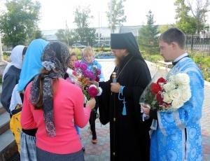 Архиерейская литургия и благословение детей на учёбу (видео)