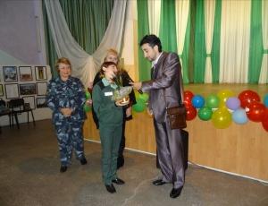 В женской исправительной колонии №9 с концертом выступил Карен Мовсесян