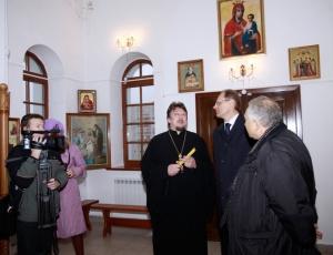 Губернатор В.А. Юрченко посетил храм Покрова Божией Матери в Линево