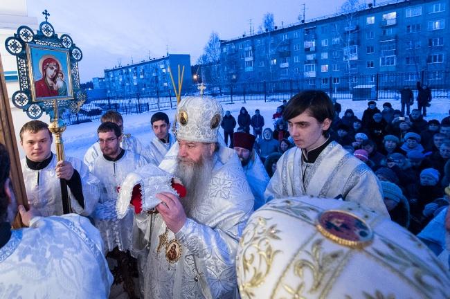 В поселке Кудряшовский освящен храм во имя свв. апп. Петра и Павла