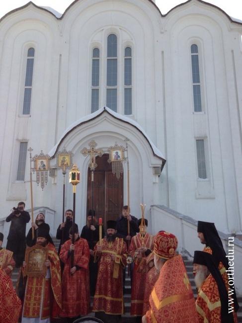 Митрополит совершил Литургию в храме честь новомучеников и исповедников Церкви Русской