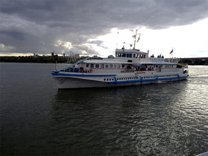 Корабль-церковь «Святой Апостол Андрей Первозванный» вновь на фарватере Оби
