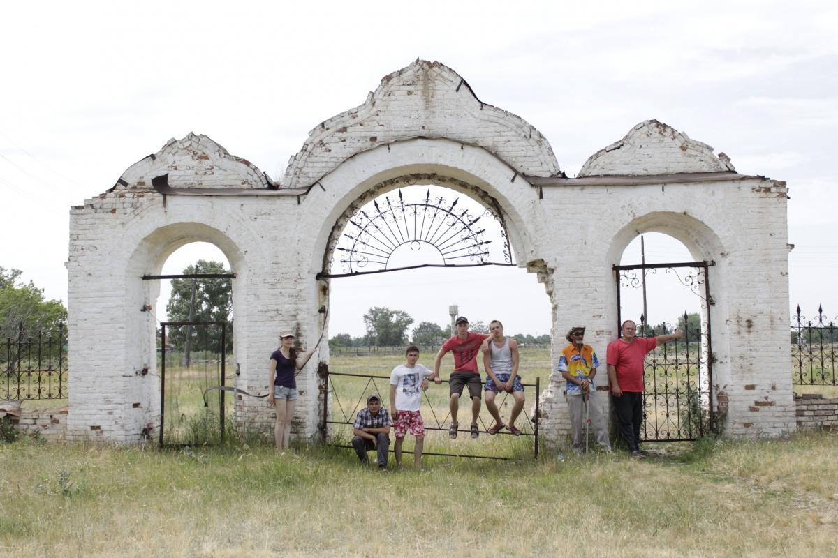 http://www.orthedu.ru/uploads/posts/2015-07/1435723604_glavnye-vorota-petropavlovskoy-cerkvi.jpg
