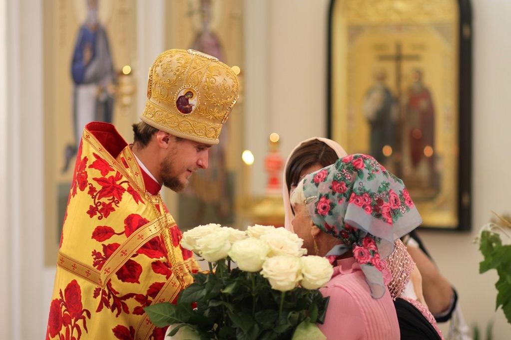 Что подарить священнику на день