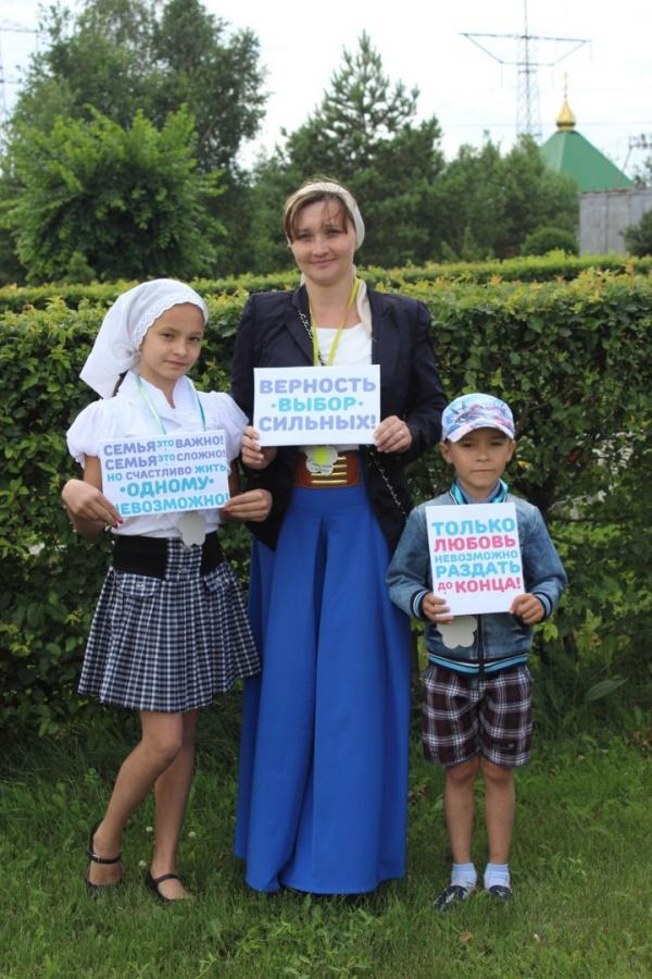 Праздник семьи, любви и верности отметили в храме в честь Святой Троицы в пгт. Инской Кемеровской области